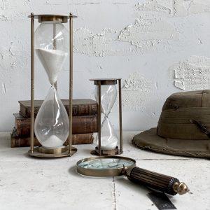 מוצרי וינטראז' זכוכית מגדלת מיושנת