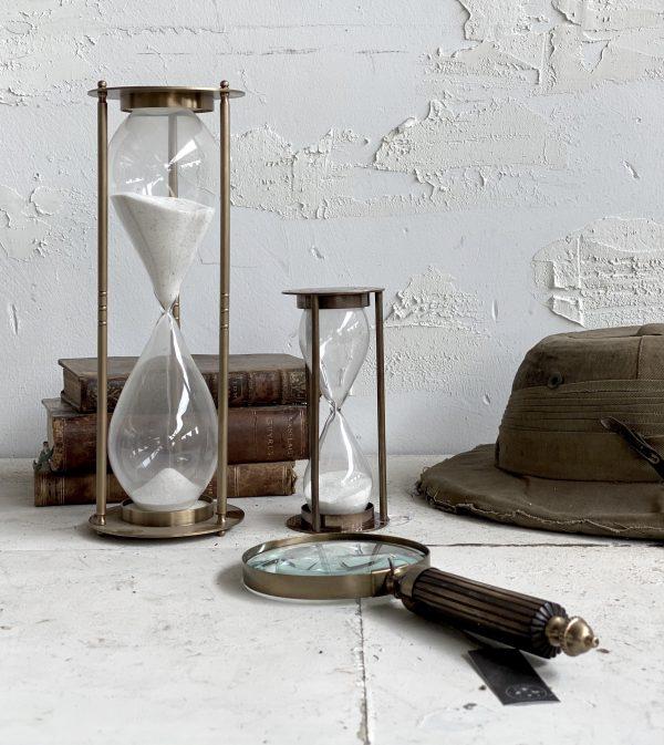 עיצוב בית אקססוריז שעון חול במראה עתיק